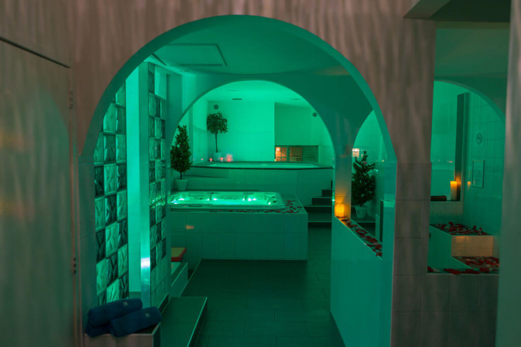 Relax-center-amersfoort-prive-spa-zwembad-jacuzzi-sauna-lounge